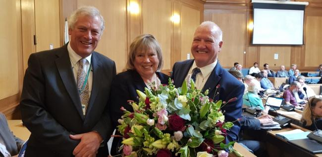 FormerWiltshire Council deputy leader John Thomson, former Wiltshire Council leader Jane Scott and new leader of Wiltshire Council Philip Whitehead at County Hall