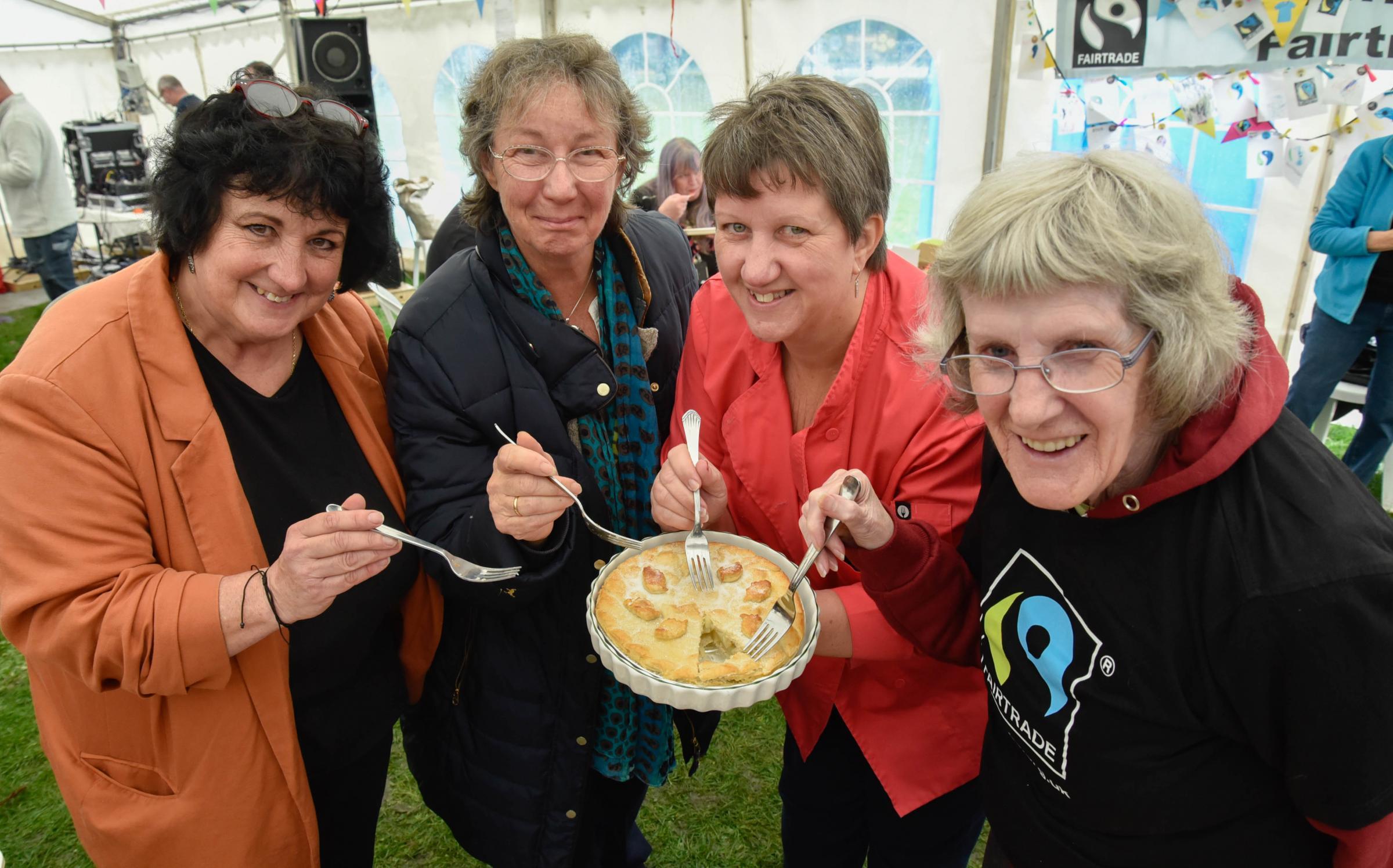 Hunt to find bake off winner following Trowbridge Apple Festival
