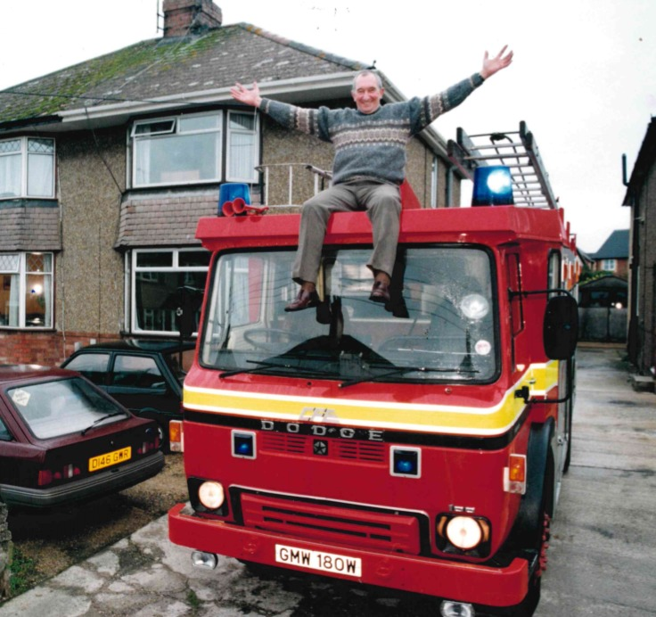 Former fire fighter Ernie Taylor is carried in his wartime fire engine
