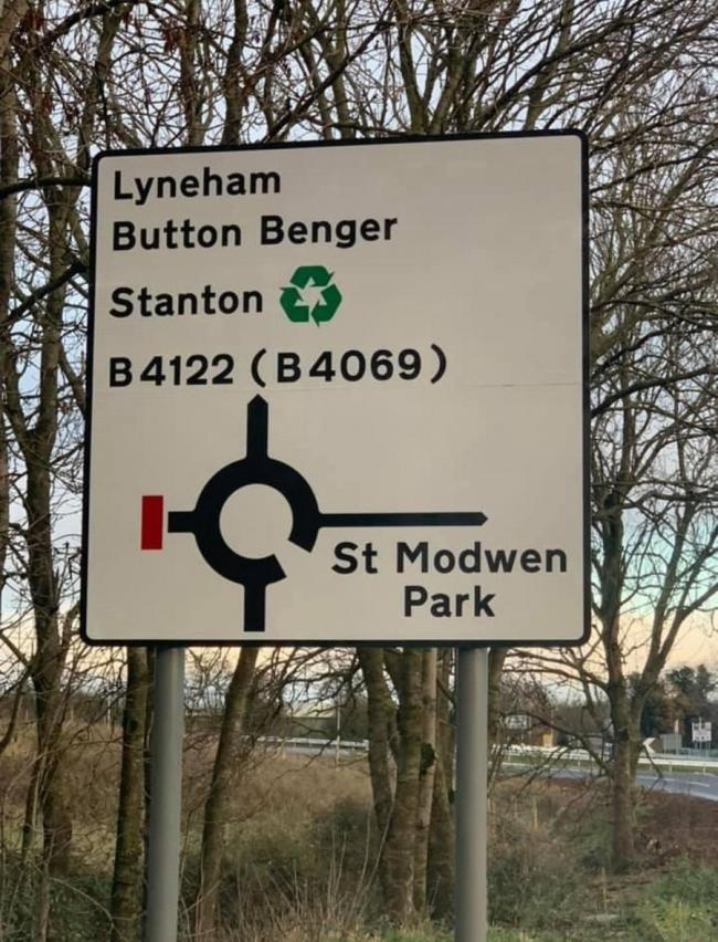 Button Benger sign on the M4 by Junction 17 photo from Abi Aspin