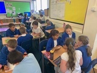 Primary school gets social media advice