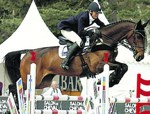 Lucinda Fredericks and Flying Finish lead in Luhmuhlen