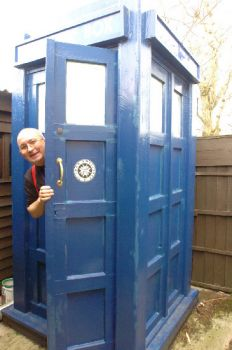 Simon White and his lifesize Tardis