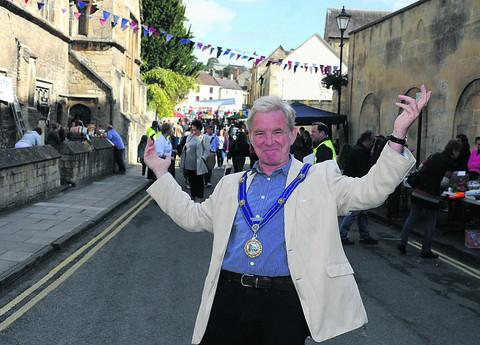 Bradford on Avon Mayor John Potter welcomes the public; above left,
