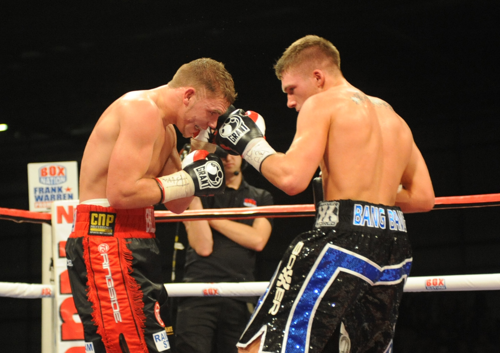 Nick Blackwell (right) goes toe to toe with Billy Joe Saunders (Photo: Trevor Porter)