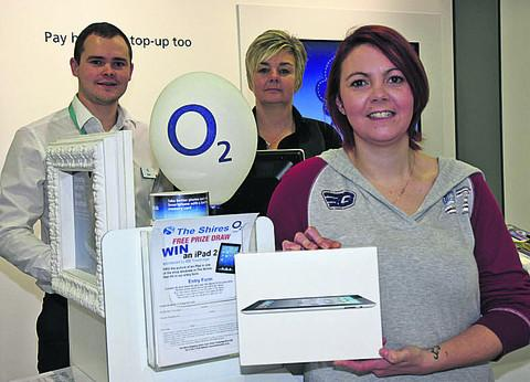 02 sales leader Kurt Chilcott and The Shires' shopping centre manager Sarah-Louise Moore with iPad winner Tia Tuttiet