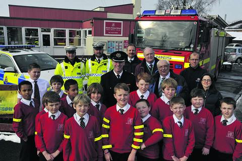 Aloeric Primary School pupils in Melksham get their free reflective arm bands at the start of a countywide road safety campaign   (33309)