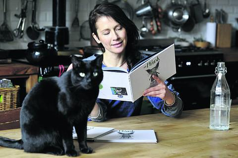 Wiltshire Times: Lou Rhodes with her book The Phlunk and her own cat, Ike