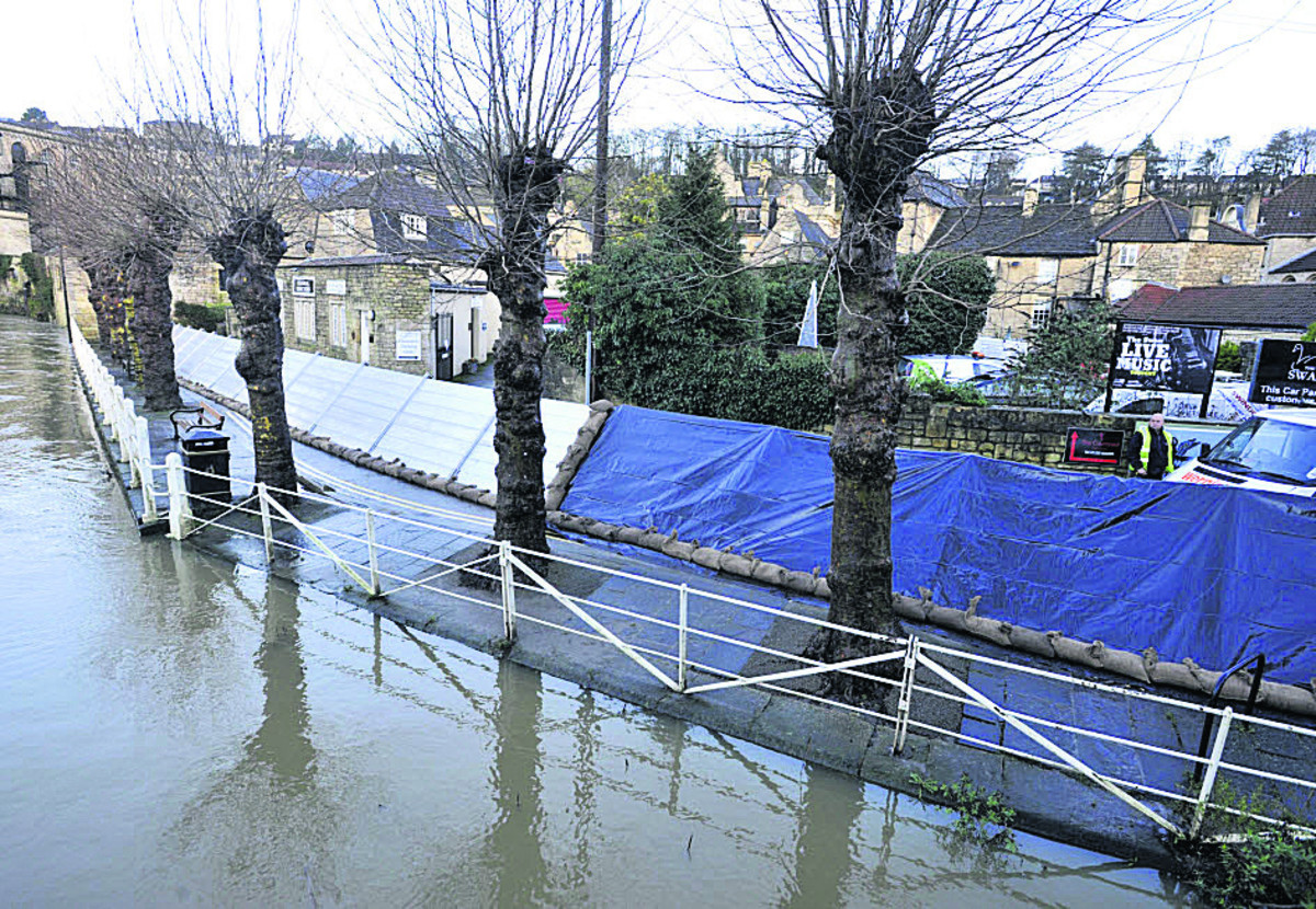 More flood defences go up in Bradford on Avon