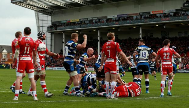 Bath celebrate after being awarded their decisive late penalty try