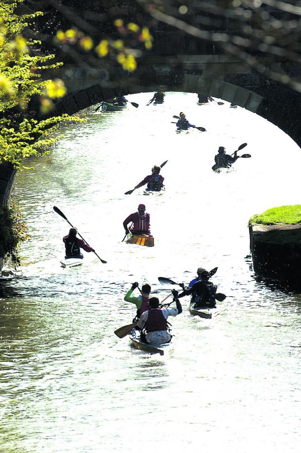 Wiltshire Times: Competitors get off to a flying start on the Kennet and Avon