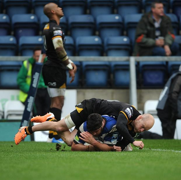 Wiltshire Times: Bath's Rob Webber scores his sides second try of the game under pressure from Wasps' Joe Simpson