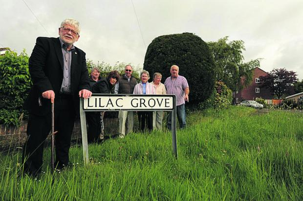 Cllr Jeff Osborn with the residents of Lilac Grove, Trowbridge