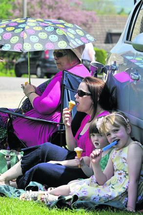 Shaw May Fair-goers  make a concerted effort to cool off