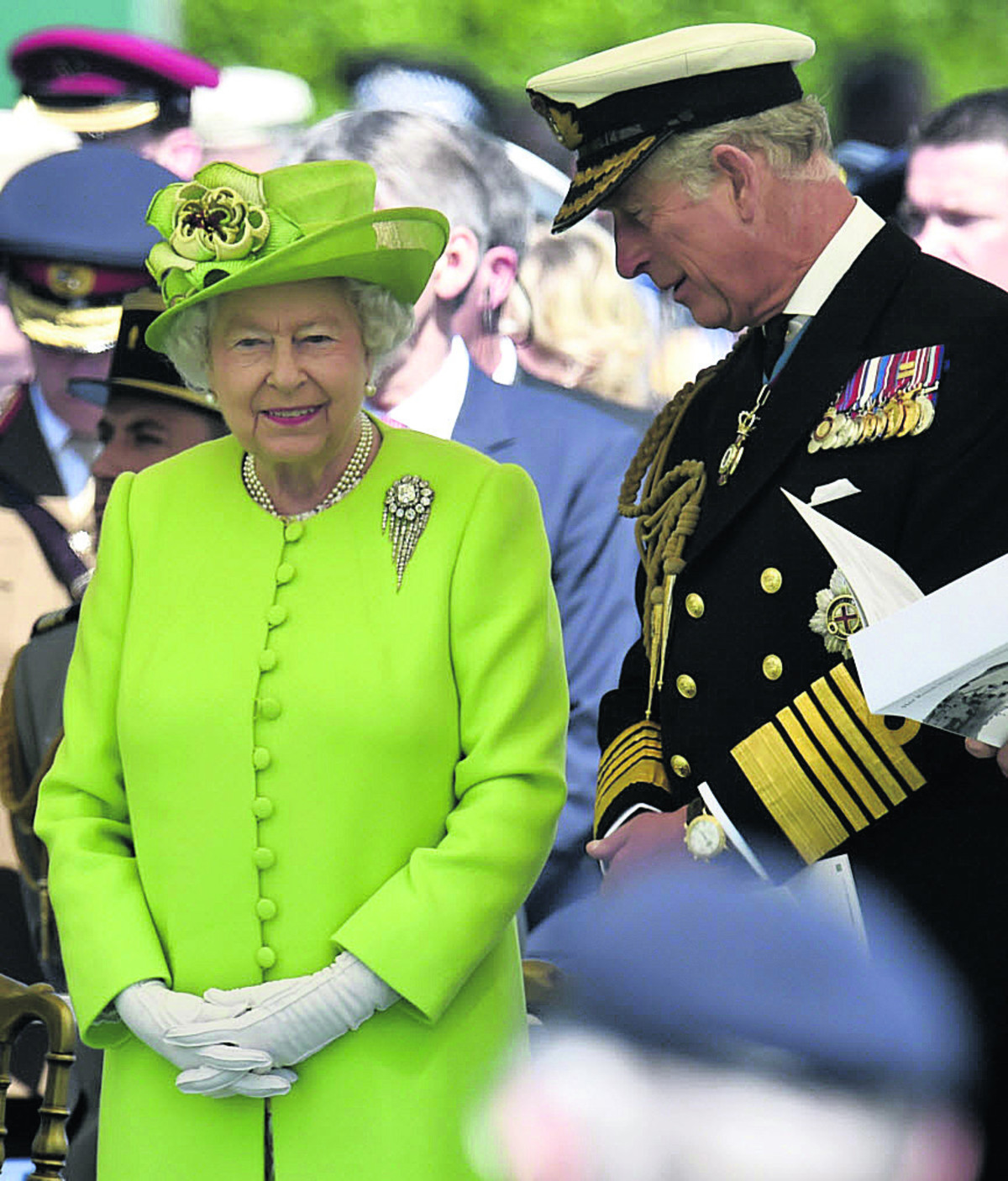 D-Day 70: Queen joins veterans of landings in honouring fallen comrades