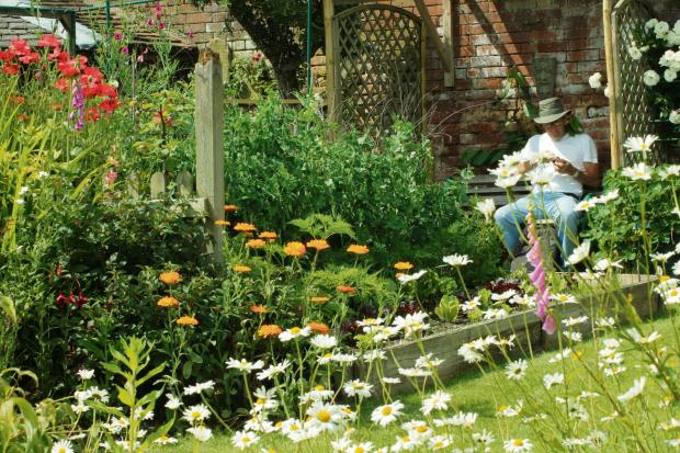 Melksham gardens tours to help charity