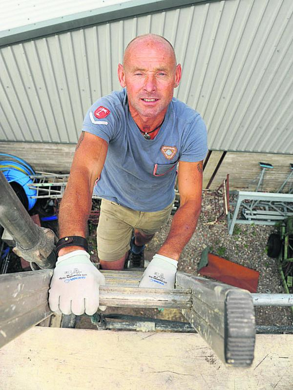 Roofer's goal is height of Everest - by ladder
