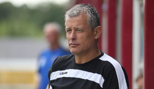 Chippenham Town boss Mark Collier has signed strikers Darren Edwards and George Pawley