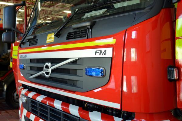 Corsham crew tackles car on fire