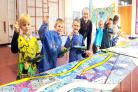Artist Steve Porter is making a mural with the children of Wylye Valley Primary School, Codford, Warminster.Siobhan Boyle (SMB827/5). (54666631)
