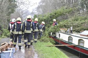 Huge tree falls onto Avoncliff barge blocking boats in both directions