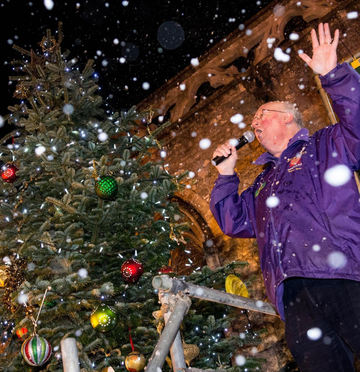 hundreds gather in festive spirits for warminster christmas lights switch on