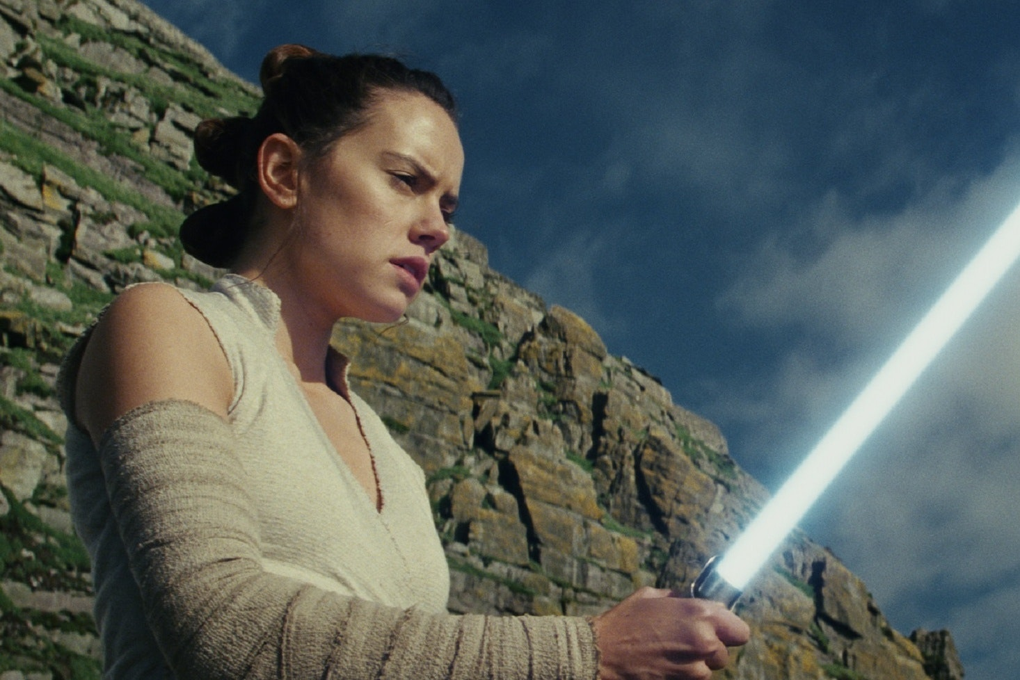 Daisy Ridley in Star Wars: The Last Jedi. (Photo: Lucasfilm Ltd. ..© 2017 Lucasfilm Ltd. All Rights Reserved).