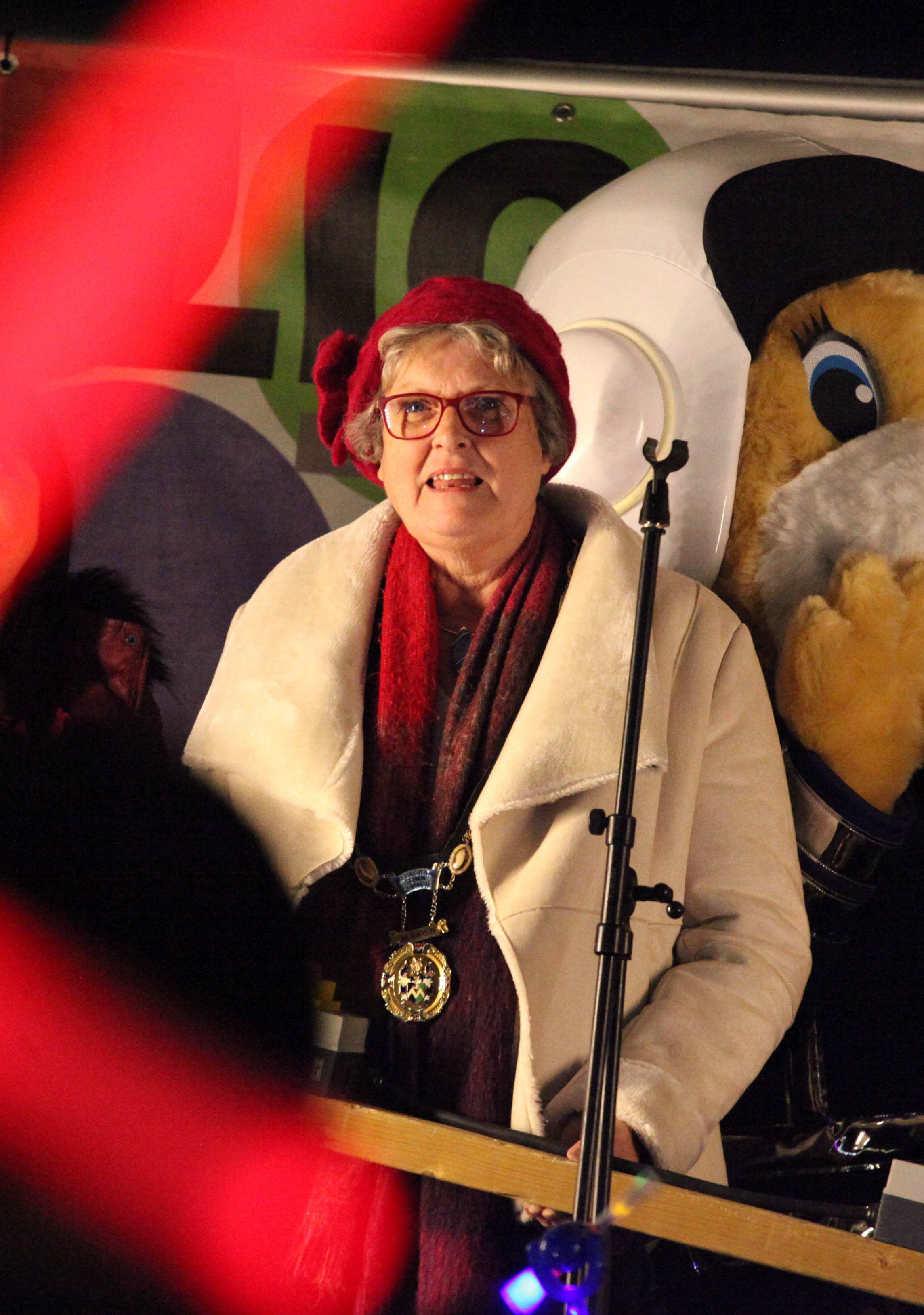 Adrienne Westbrook, Melksham Mayor. Photo: Vicky Scipio VS2688/5..Melksham Christmas Lights Switch On in Melksham Market Place. December 2017.