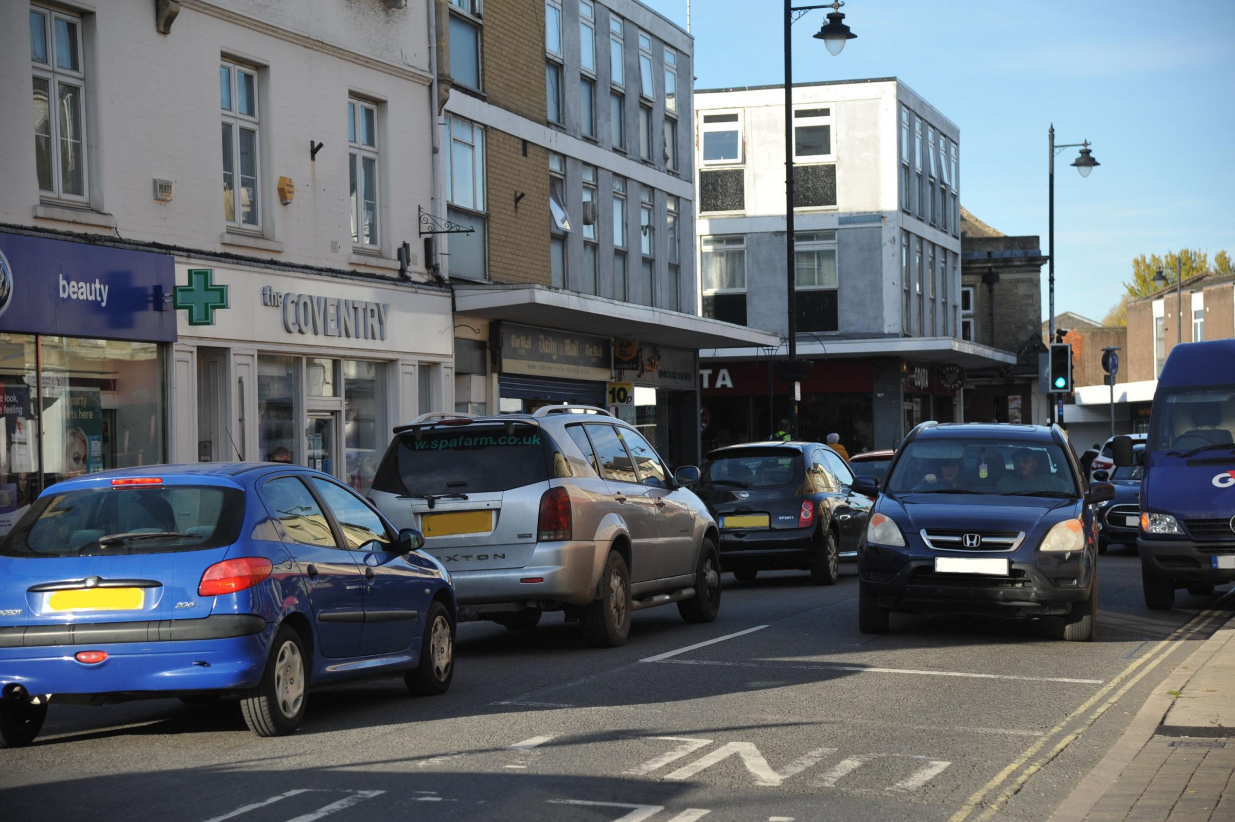 Councillor proposes to temporarily close Melksham High Street between Lowbourne and Church Street to reduce traffic pollution Photo: Trevor Porter 59980