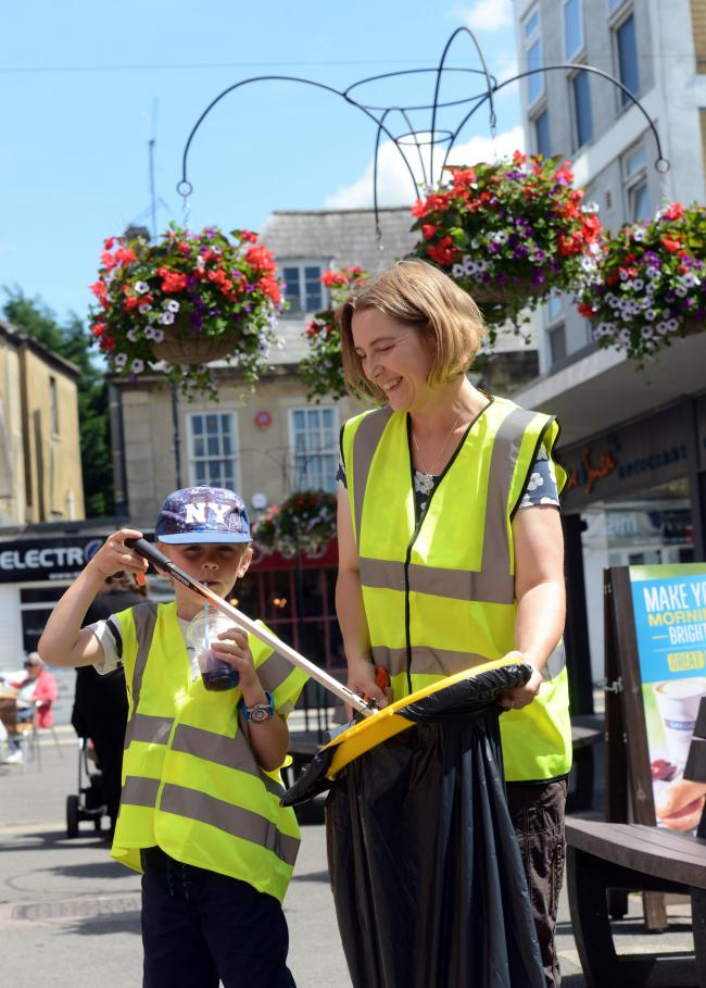 Lucas and Sarah Haynes litter picking for last year's Melksham in Bloom Photo: Siobhan Boyle SMB2026/1
